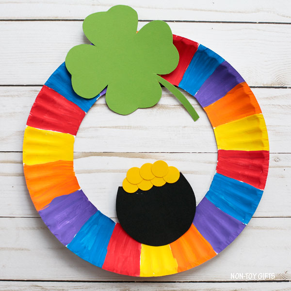 St Patrick's Day paper plate wreath craft for kids