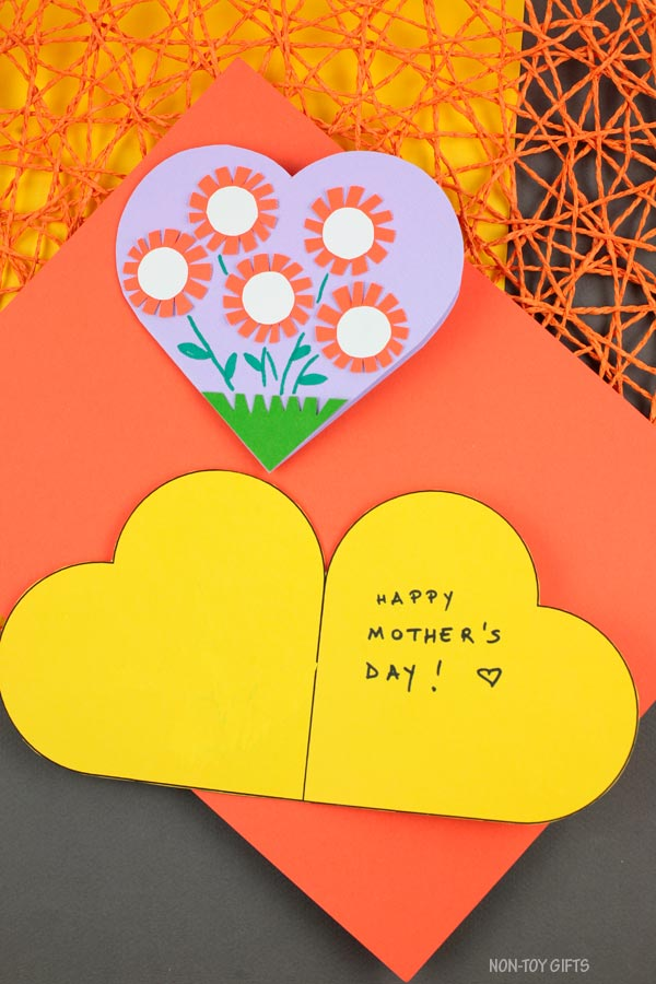 Mothr's Day heart flower card for kids