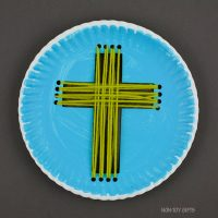 Paper plate yarn cross craft