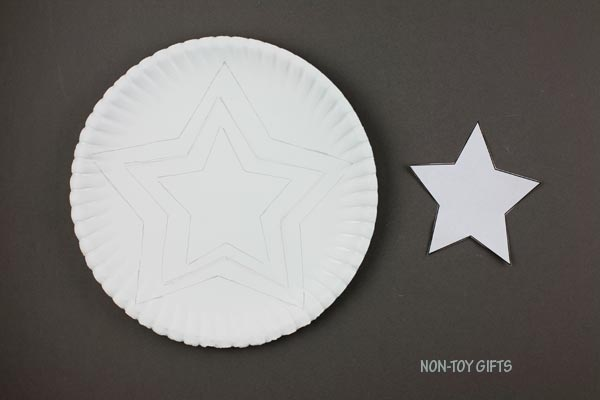 Small star traced on paper plate