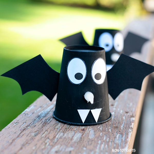easy Halloween bat craft for kids