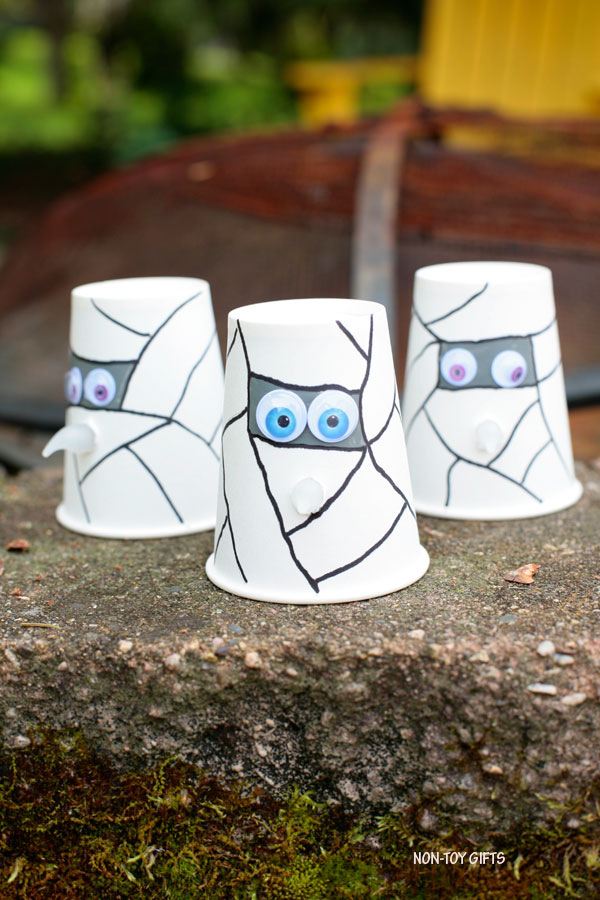 Paper cup Halloween craft