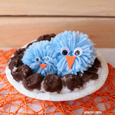 Pom pom bird craft