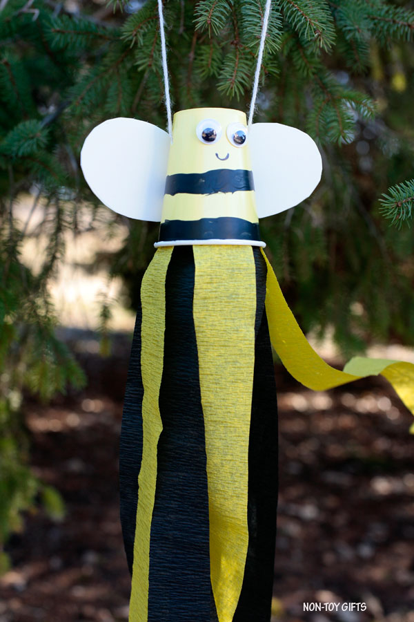 Paper cup bee windsocks