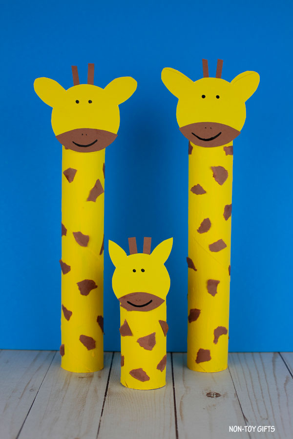 Paper roll giraffe craft for preschoolers and older kids
