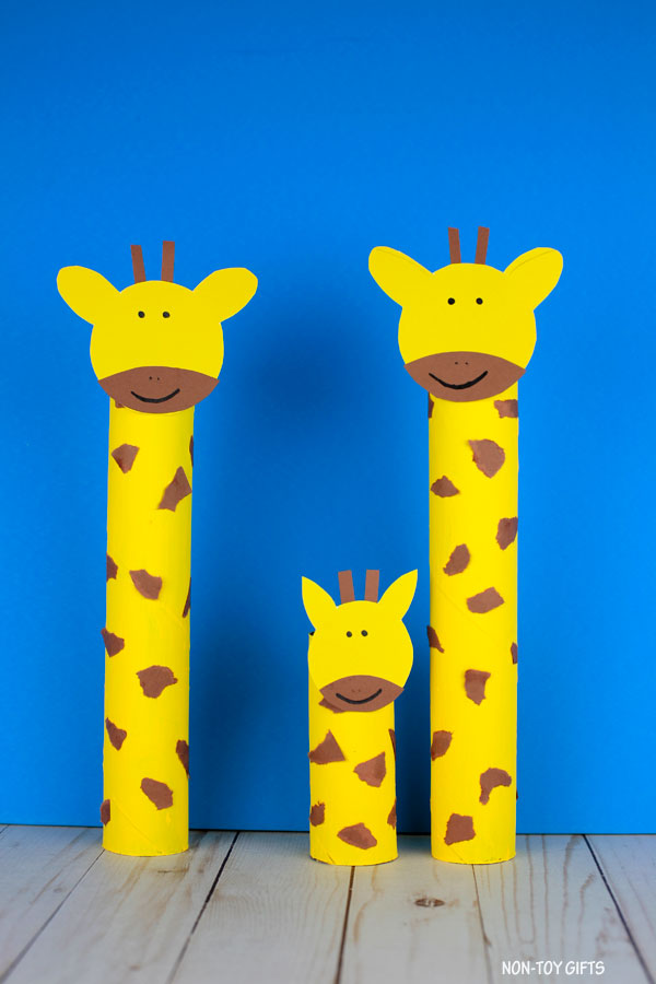 Paper roll giraffe craft: zoo animal craft