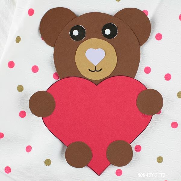Valentine's Day heart bear craft for preschoolers, kindergartners and older kids